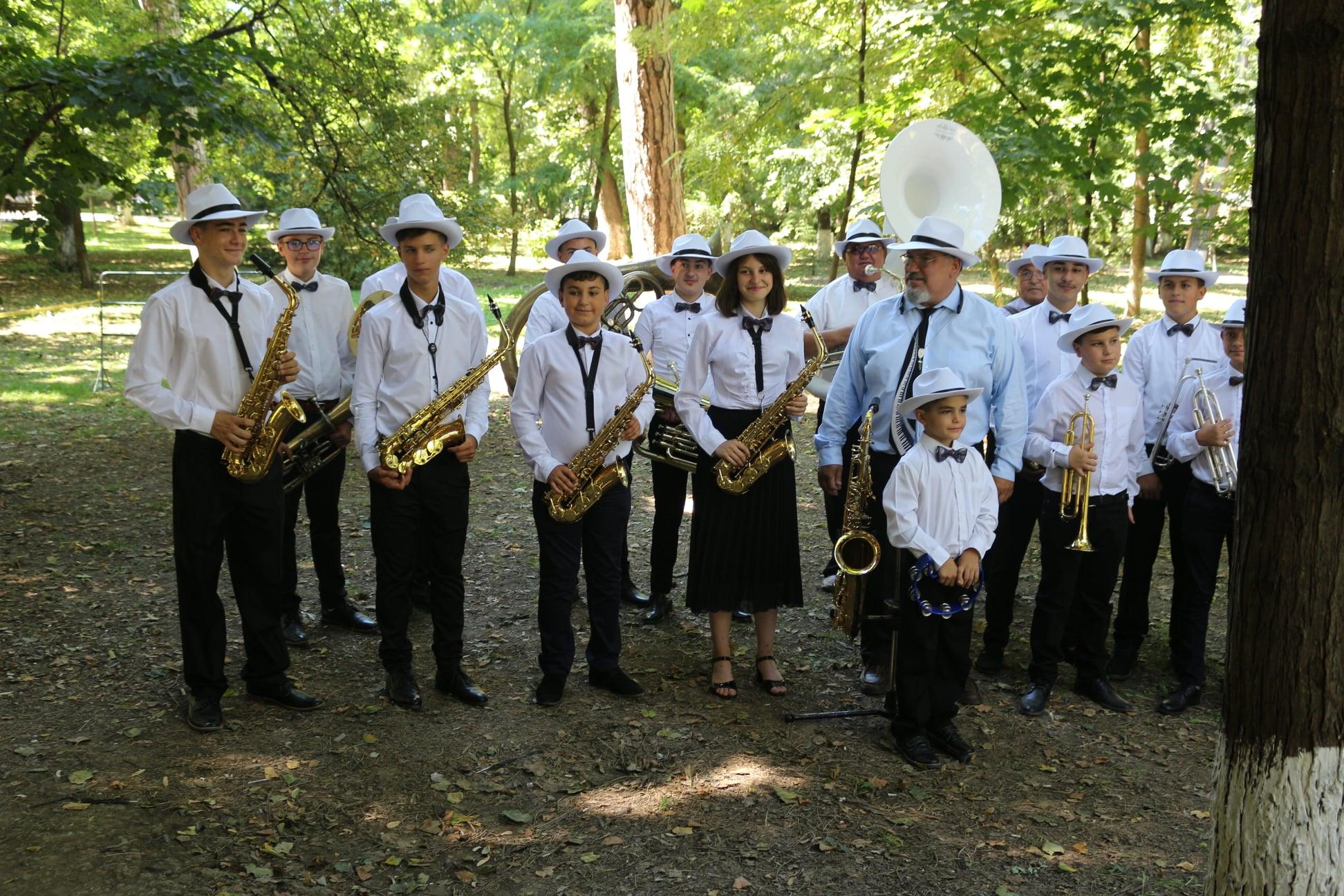Read more about the article Festivalul concurs al fanfarelor
